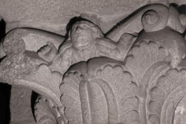 В святилище обнаружено селфи каменщика. автопортрет каменщика