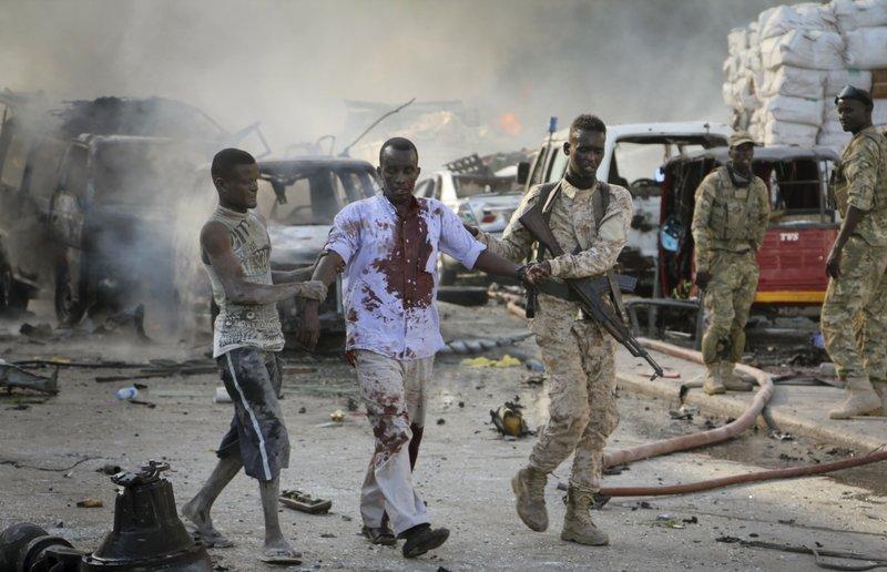 В Сомали взорвался грузовик со взрывчаткой: 20 человек погибли, 15 пострадали. В Сомали взорвался грузовик со взрывчаткой: 20 человек погибли,