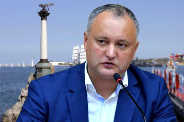 Додон просит Россию не поддаваться на провокацию с дипломатами
