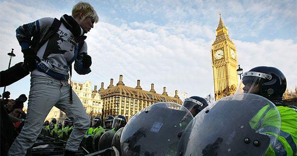Лондонские рабочие вышли на массовую демонстрацию протеста. 301503.jpeg