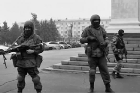 Неизвестные вооруженные люди заблокировали центр Луганска. 379503.jpeg