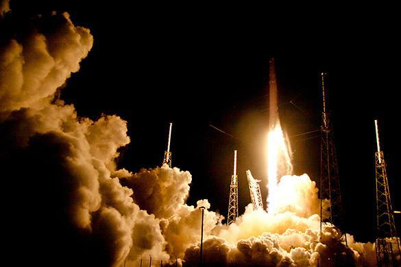 Falcon9 успешно сел на космодром