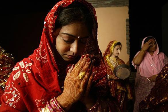 Если родится девочка, надо посадить 111 деревьев - традиция индийской деревни. Индия