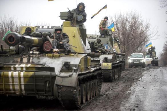 Киев направил в Донбасс тяжелое вооружение и четыре вагона с солдатами. Киев направил в Донбасс тяжелое вооружение и четыре вагона с сол