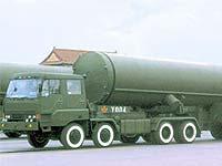 Северокорейскую ракету заправляют топливом