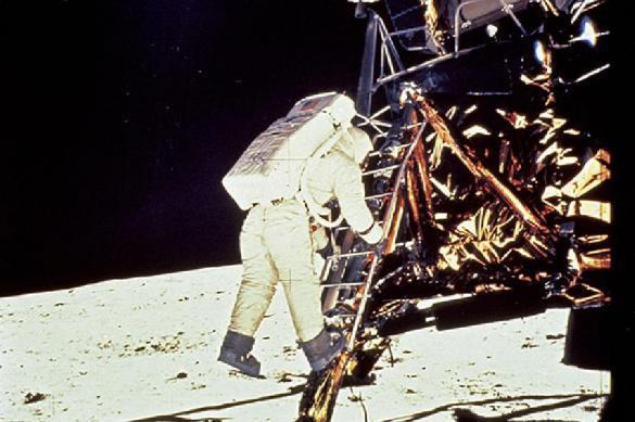 Washington Times рассказал о высадке США на Луну без флага. 391510.jpeg