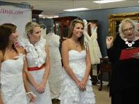В США выбрали лучшее свадебное платье из туалетной бумаги (+видео). dress