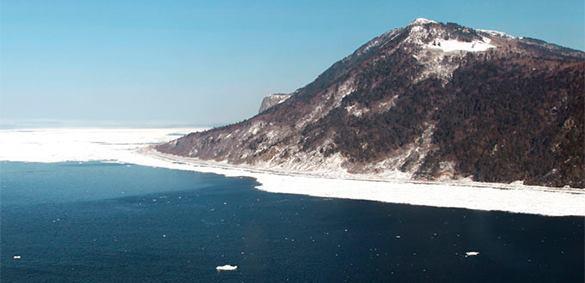 Японский министр осмотрел с патрульного корабля российские Курилы.