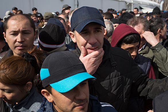 Перед высылкой из России мигрантов накормят и оденут. Мигрантов обеспечат едой и одеждой