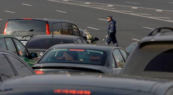 Иностранная машина  улетела вреку после ДТП в столице России , пострадали дети