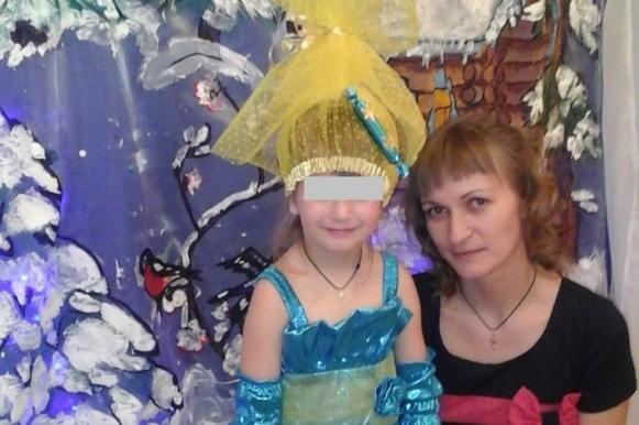 Учительница отобрала у ребенка подарок и грамоту за то, что мать не сдала 300 рублей. Учительница отобрала у ребенка подарок и грамоту за то, что мать