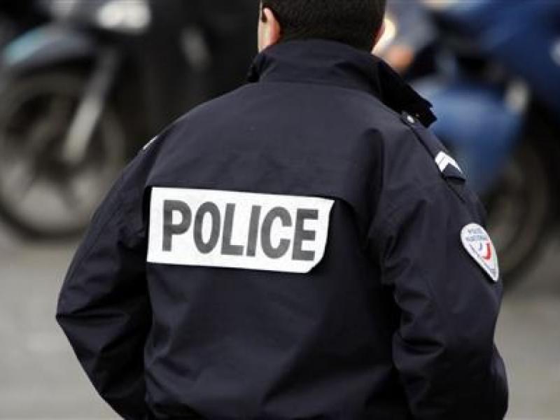 Полиция США залила газом прохожего, разговаривающего по телефону. 310519.jpeg
