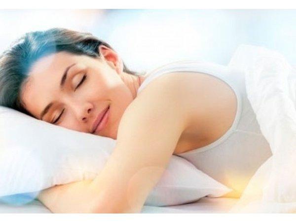 НАСА вновь ищет любителей валяться в постели. Спящая девушка