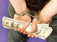 Суд разрешил арестовать аферистов, пытавшихся обналичить чек на