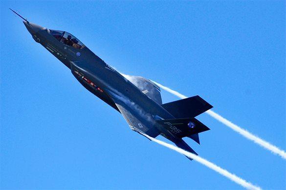 Полеты американских суперистребителей остановили из-за массовых