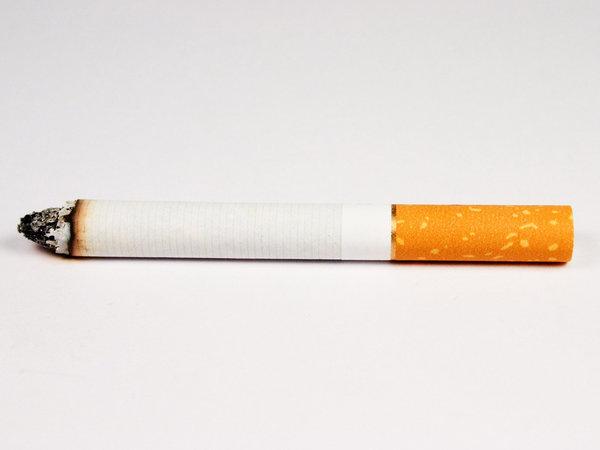Никотин спасает от старческого слабоумия. А отказ от курения убивает.. зажженная сигарета