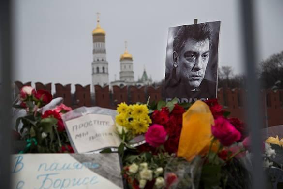 Импровизированный мемориал на месте гибели Немцова разгромлен. Мемориал на месте гибели Немцова подвергся нападению