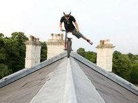Велосипедист прокатился по крыше бывшего посольства России в Лондоне. 288524.jpeg