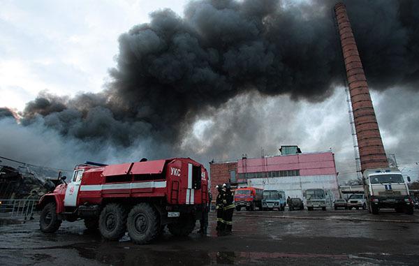На месте сгоревшего ТЦ в Казани спасатели разобрали половину завалов. 314525.jpeg