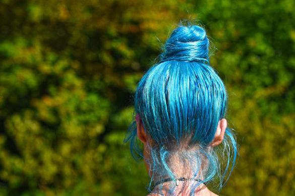 Конфликт в Санкт-Петербурге: девушку с синими волосами не пустили в школу. 391525.jpeg