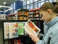 Новая книга Мураками бьет рекорды продаж в Японии