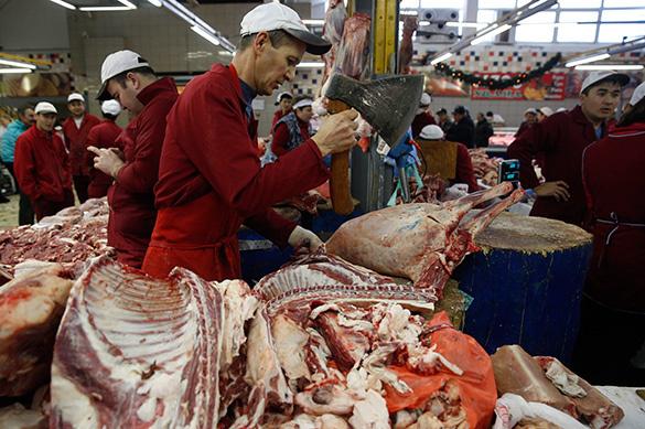 Россияне предпочитают покупать продукты в супермаркетах, а не на рынках. Россияне предпочитают покупать продукты в супермаркетах, а не на