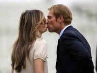 Элизабет Херли выходит замуж за звезду крикета. hurley