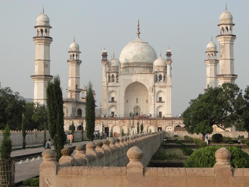 Предтечи Тадж-Махала    Могольское наследие Индии:. Мавзолей Биби-ка-Макбара