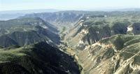 Жертвами каменного оползня в Перу стали восемь человек