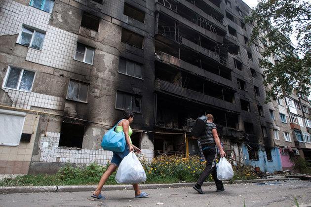 В Киеве устроили митинг переселенцы с разбомбленного востока Украины.