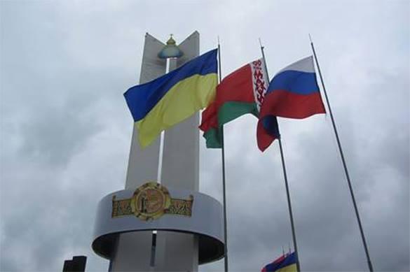 Флаги России, Украины и Белоруссии