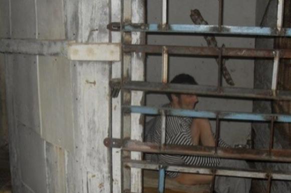 Японец 20 лет продержал родного сына в клетке. Японец 20 лет продержал родного сына в клетке