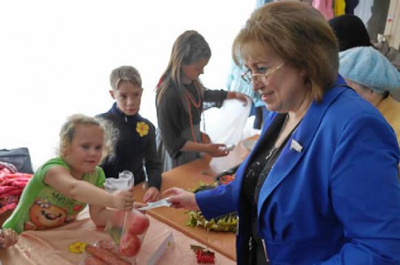 Депутат Госдумы пожаловалась на нехватку зарплаты и долги по кредитам. 392537.jpeg