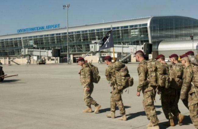 Десант США высадился во Львове.ФОТО. десант США