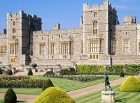 Британская пара занималась сексом на лужайке перед королевским