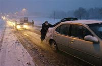 Снегопад вызвал пробки на дорогах