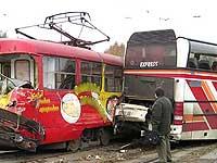 В ирландской столице трамвай врезался в автобус, пострадал 21