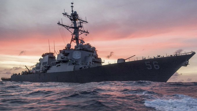 """СМИ: Китай мог столкнуть эсминец США """"Джон Маккейн"""" с либерийским танкером. СМИ: Китай мог столкнуть эсминец США Джон Маккейн с либерийски"""