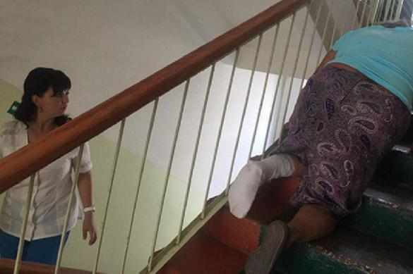 Мордовской старушке сбольной ногой ради травматолога довелось ползти натретий этаж