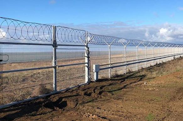 Стена с Украиной в Крыму построена