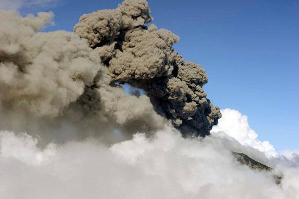 """Вулкан в центре Коста-Рики становится все активнее. вулкан """"Турриальба"""" в костариканской провинции Картаго"""