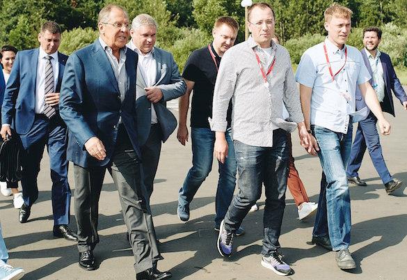 Дагестанский ученик нестандартно поблагодарил руководителя МИДа Сергея Лаврова