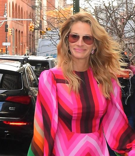 Джулия Робертс в ярком платье восхитила поклонников. 395546.jpeg