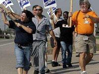 Во Франции рабочие угрожают взорвать завод