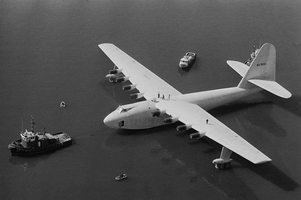 Еловый гусь — самый большой деревянный самолет в мире