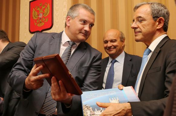 Делегация французских политиков снова летит в Крым.