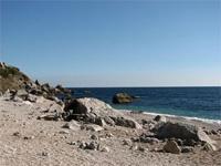 На пляже в Крыму саперы обезвреживают 500-килограммовую бомбу