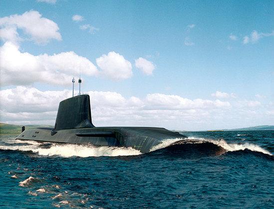 АПЛ ВМС Британии напоролась на огромную льдину во время слежки за кораблями РФ. Подлодка