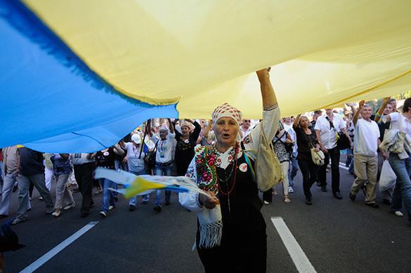 На Закарпатье неспокойно: решили отделиться от Украины. украина флаг митинг