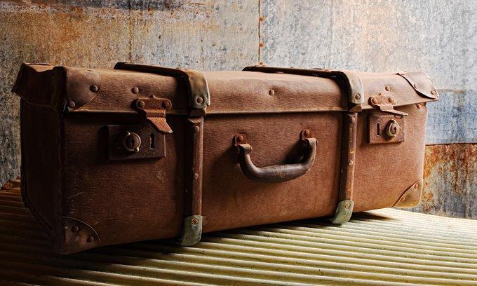 Ученые поведали, почему раскачиваются чемоданы наколесиках